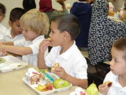 a-to-z-kids-eating4